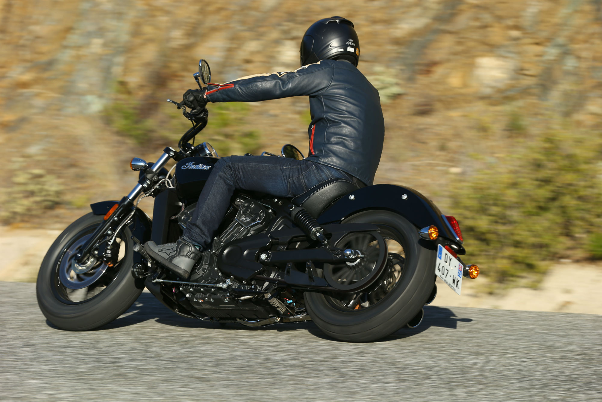 first ride indian scout sixty review visordown. Black Bedroom Furniture Sets. Home Design Ideas