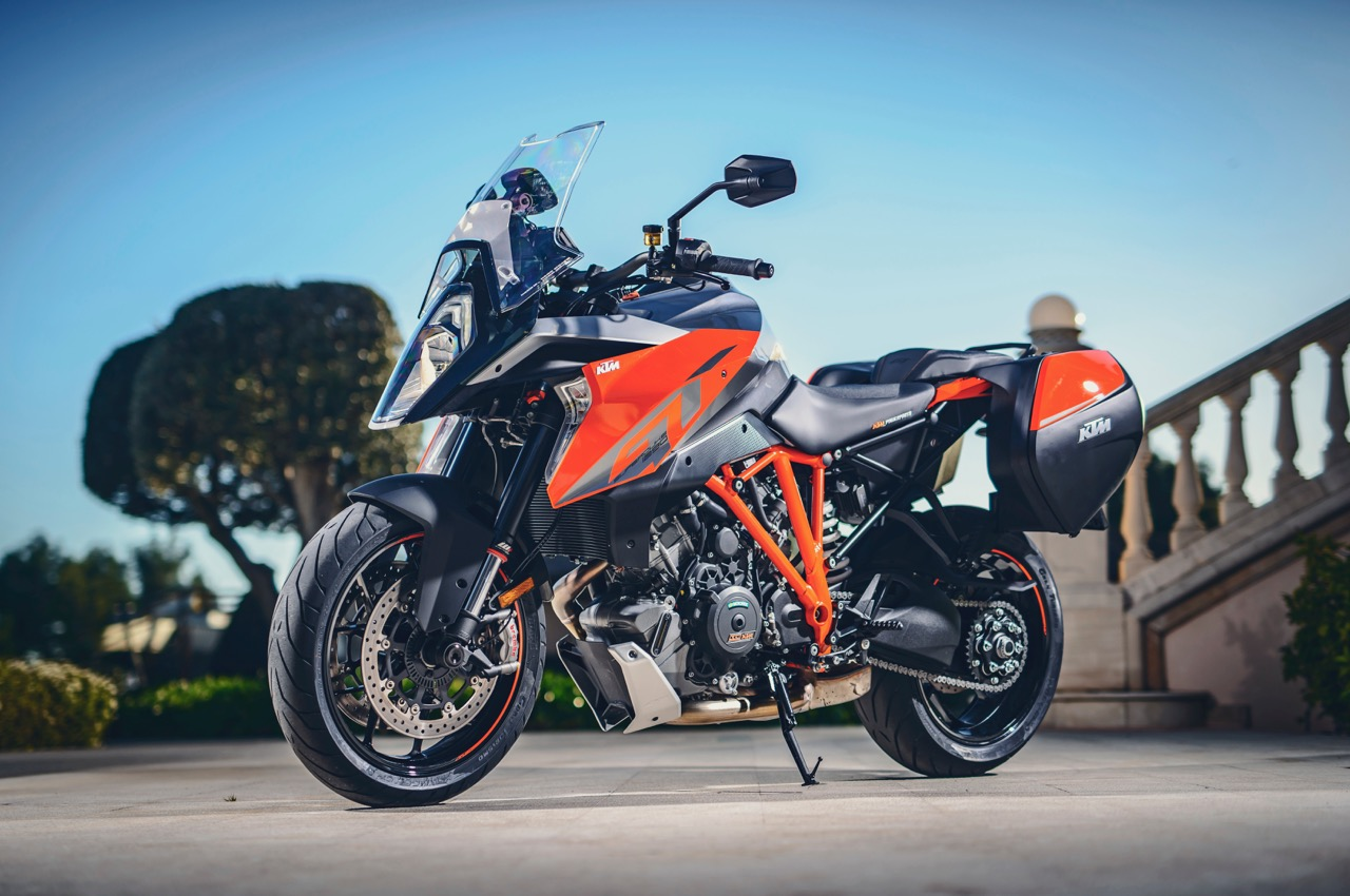 first ride ktm 1290 super duke gt review visordown. Black Bedroom Furniture Sets. Home Design Ideas