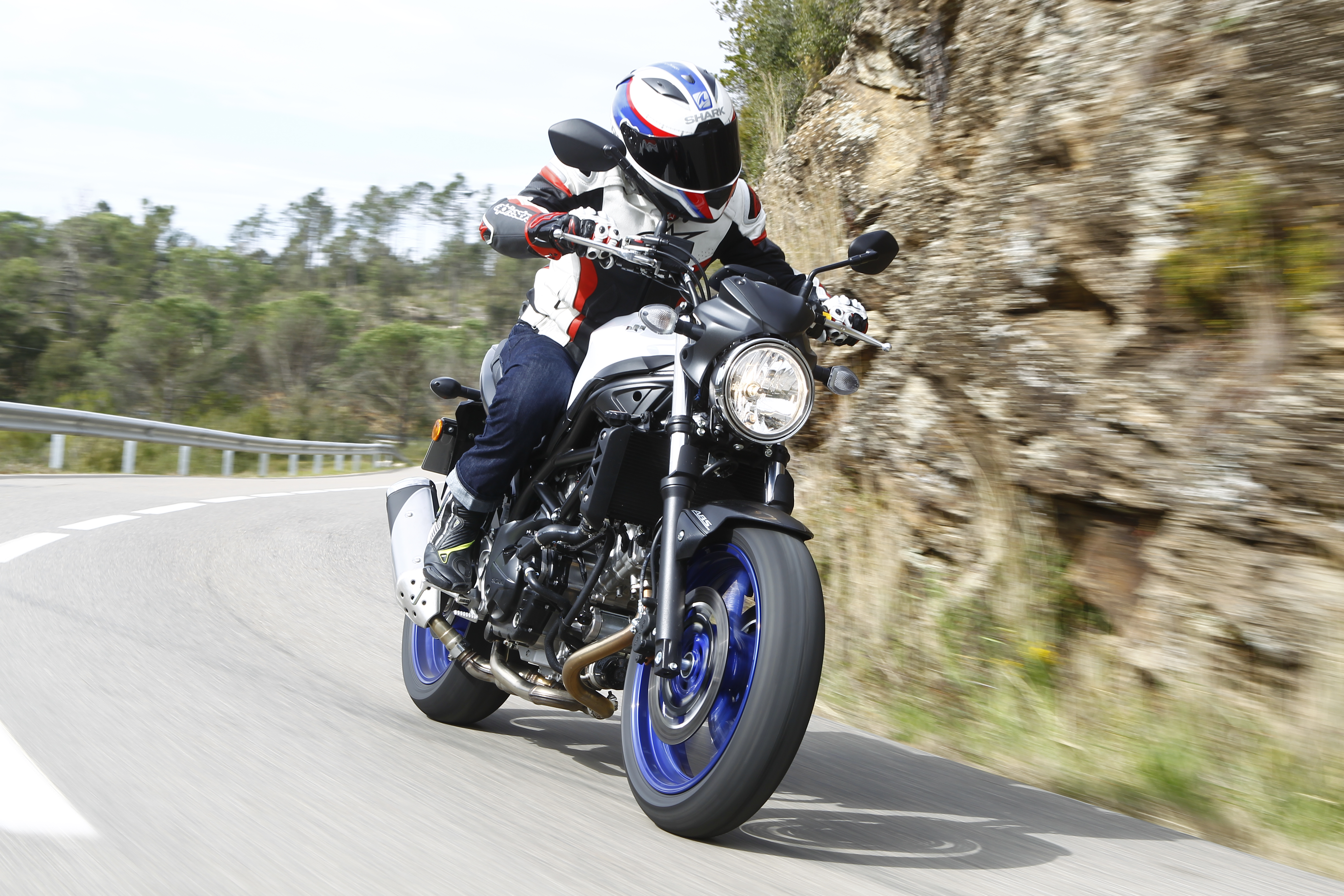 Review: Suzukis SV650 squeezes big fun into a small