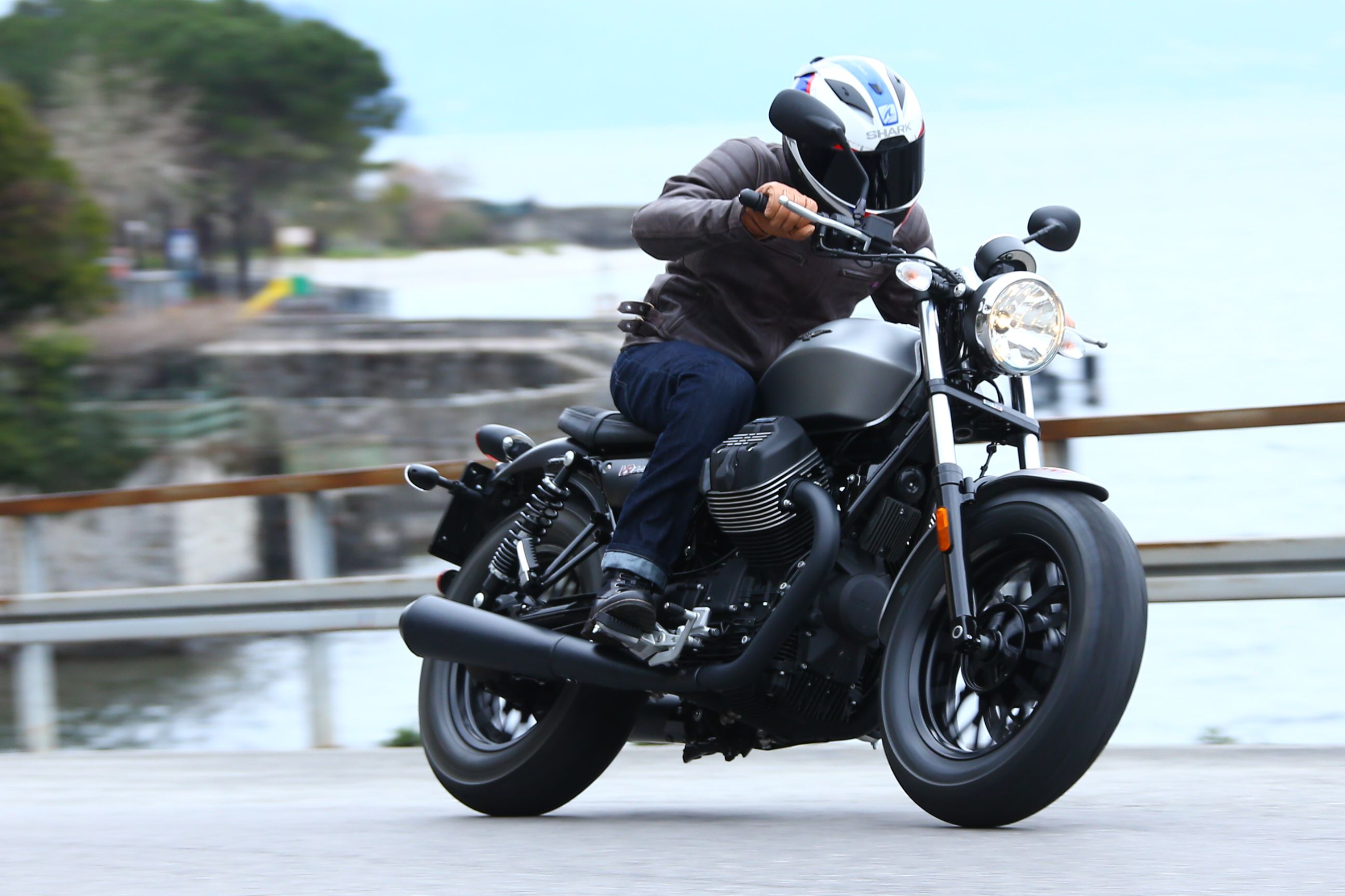 first ride moto guzzi v9 review visordown. Black Bedroom Furniture Sets. Home Design Ideas