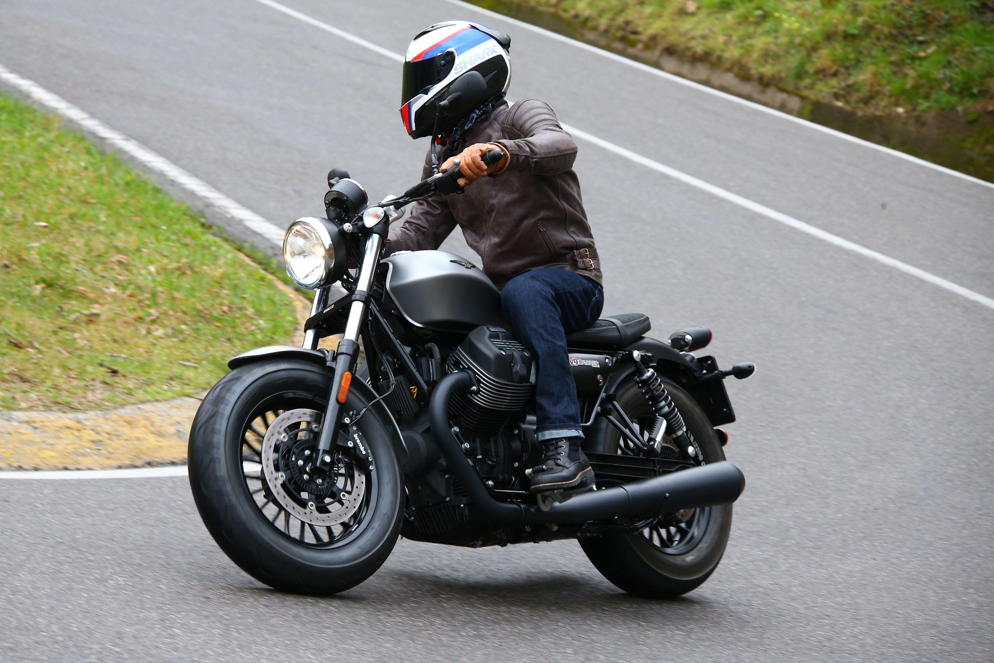 first ride moto guzzi v9 review visordown. Black Bedroom Furniture Sets. Home Design Ideas