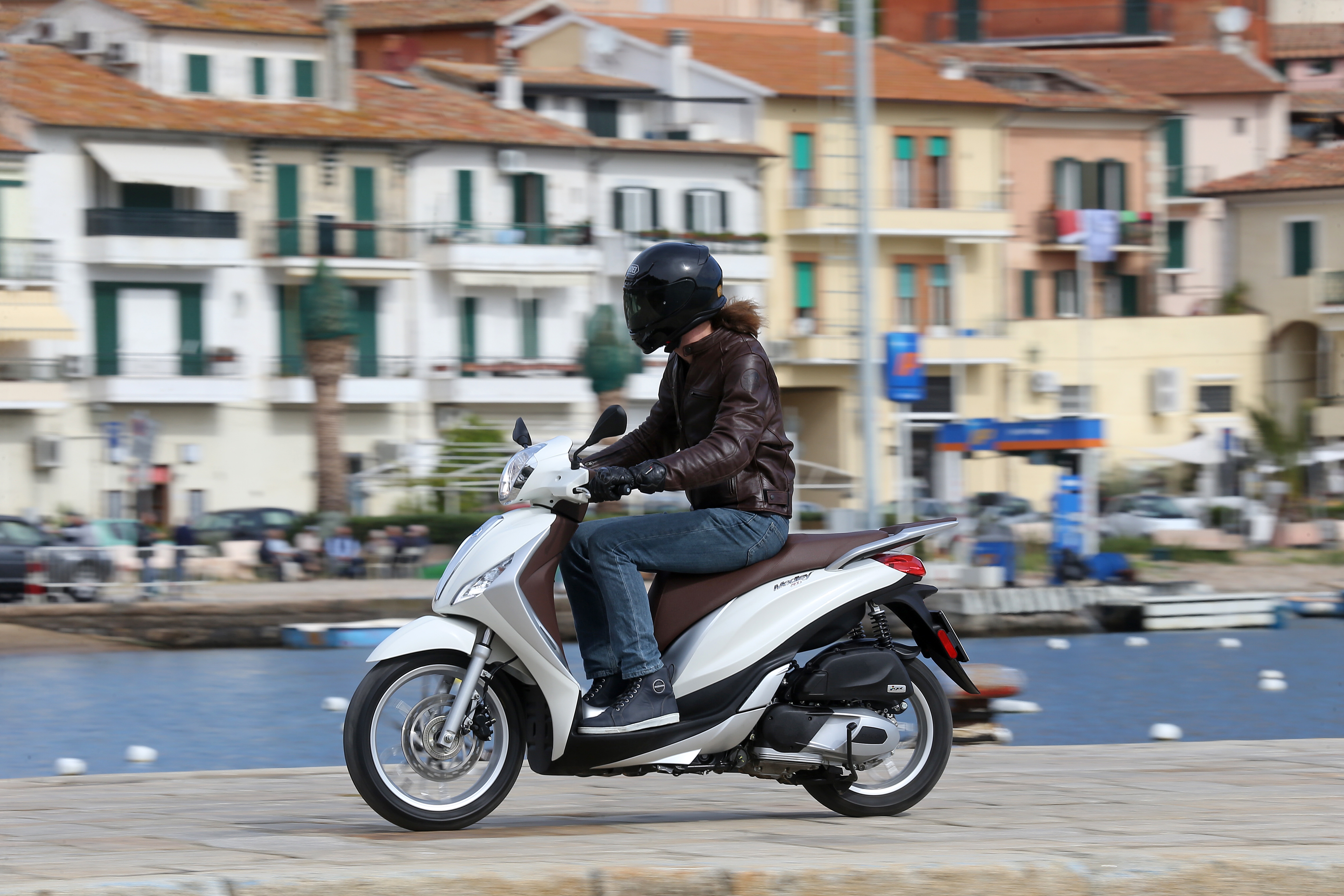 first ride: piaggio medley 125 review | visordown