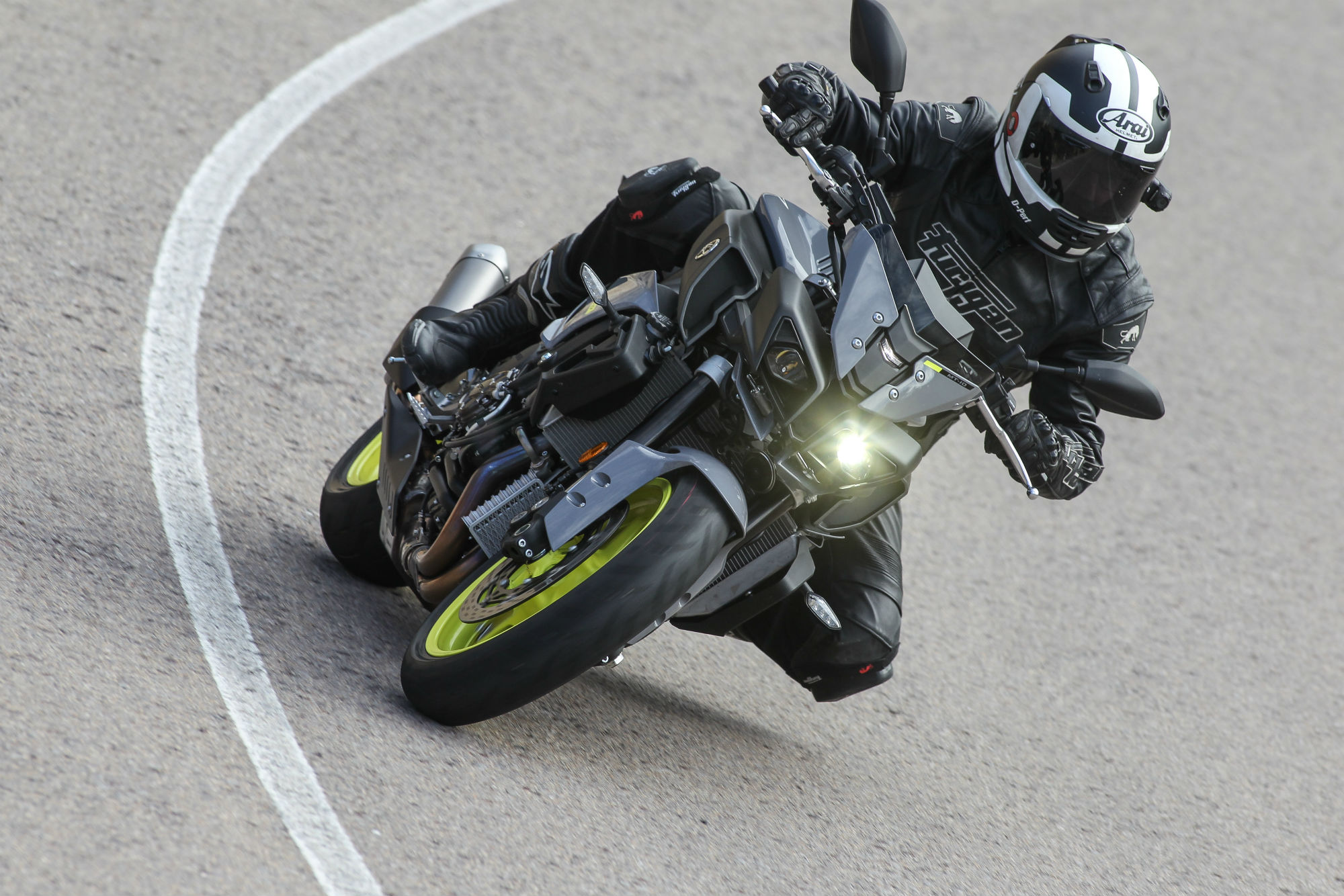 First ride yamaha mt 10 review visordown for Yamaha mt10 price