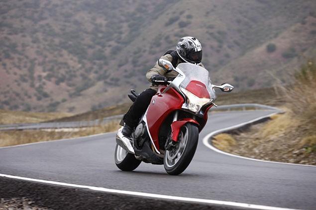 2010 Honda VFR1200 European launch road test