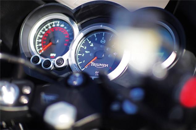 2011 Triumph 1050 Sprint GT road test review