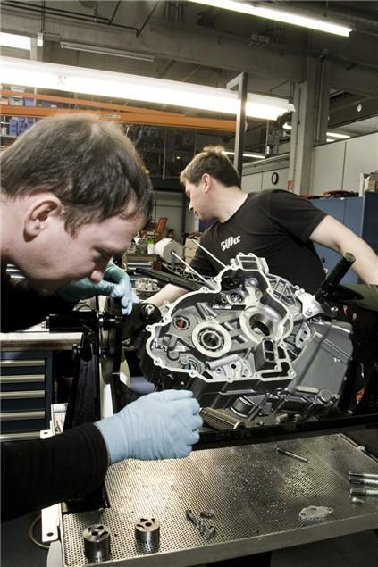 Behind the Scenes: KTM RC8