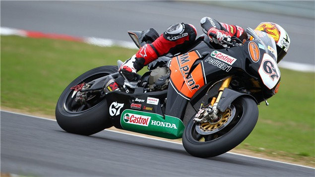 Byrne breaks Brands Hatch lap record