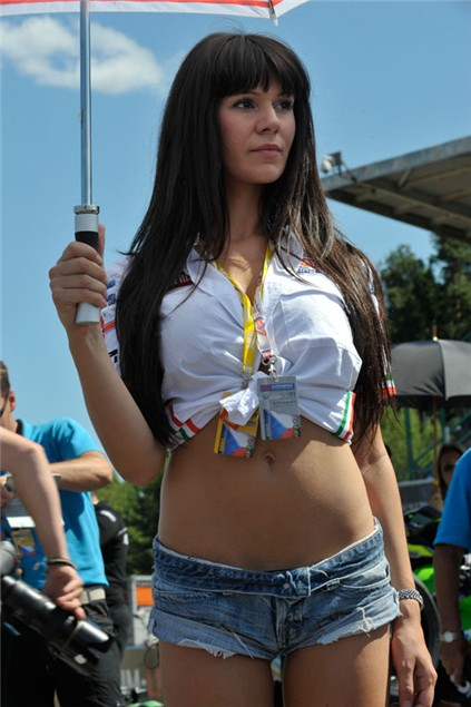 F1 Pit Girls, Grid Babes and Brolly Dollies: Melbourne