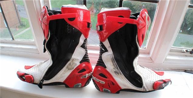 used alpinestars supertech r boots visordown. Black Bedroom Furniture Sets. Home Design Ideas