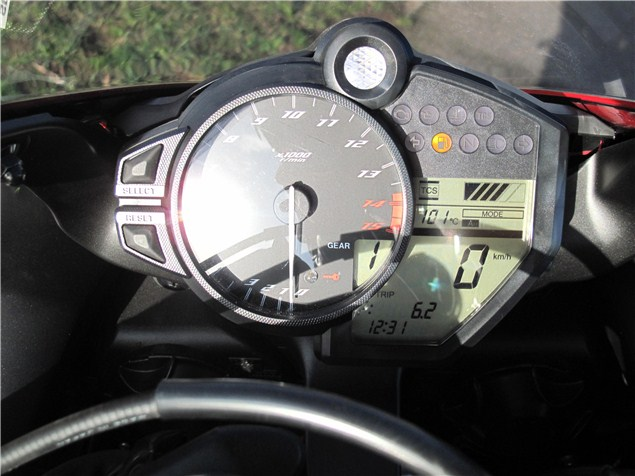 First UK Ride: 2012 Yamaha YZF-R1 review