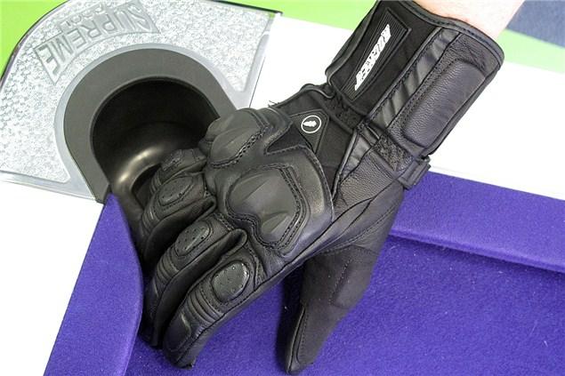 Showcase: Eight Summer Gloves