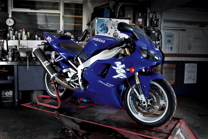 1998 R1 >> Retro File 1998 Yamaha R1 Visordown