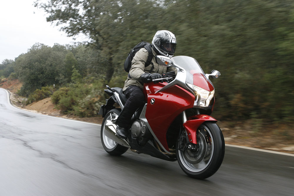 2010 Honda VFR1200F: First road test | Visordown