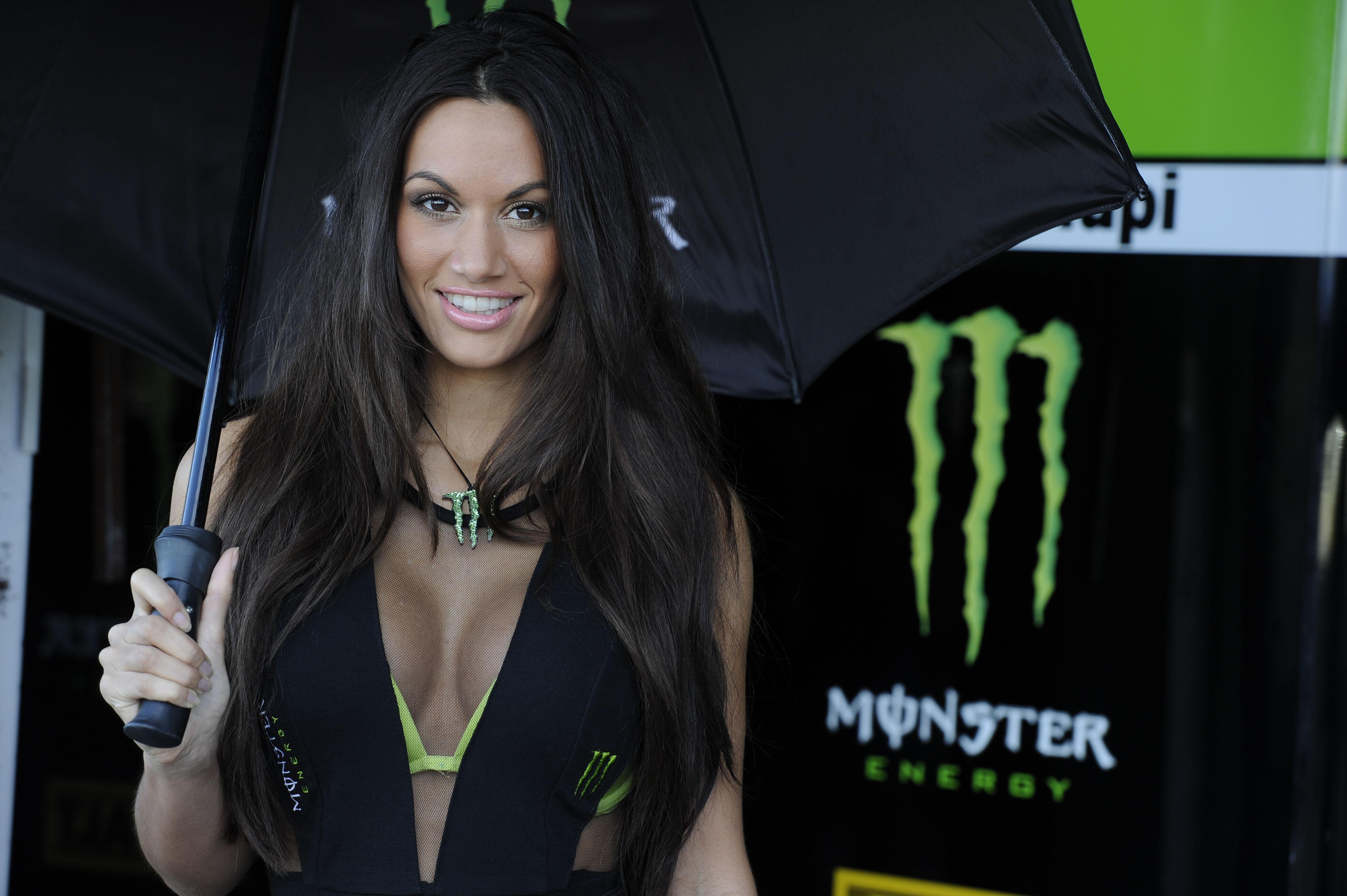 MotoGP grid girl pictures Valencia 2012 | Visordown