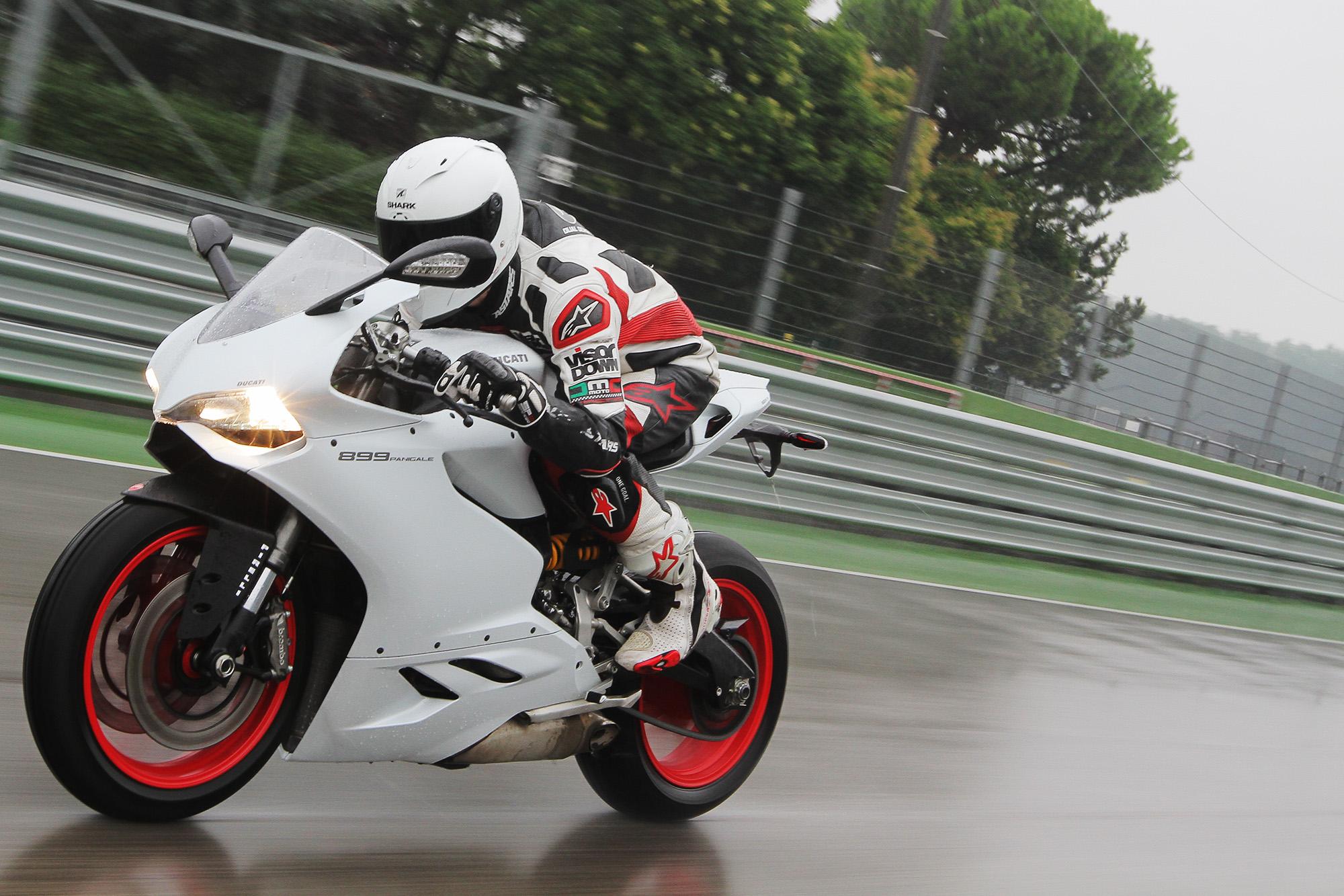 2014 Ducati 899 Panigale review | Visordown