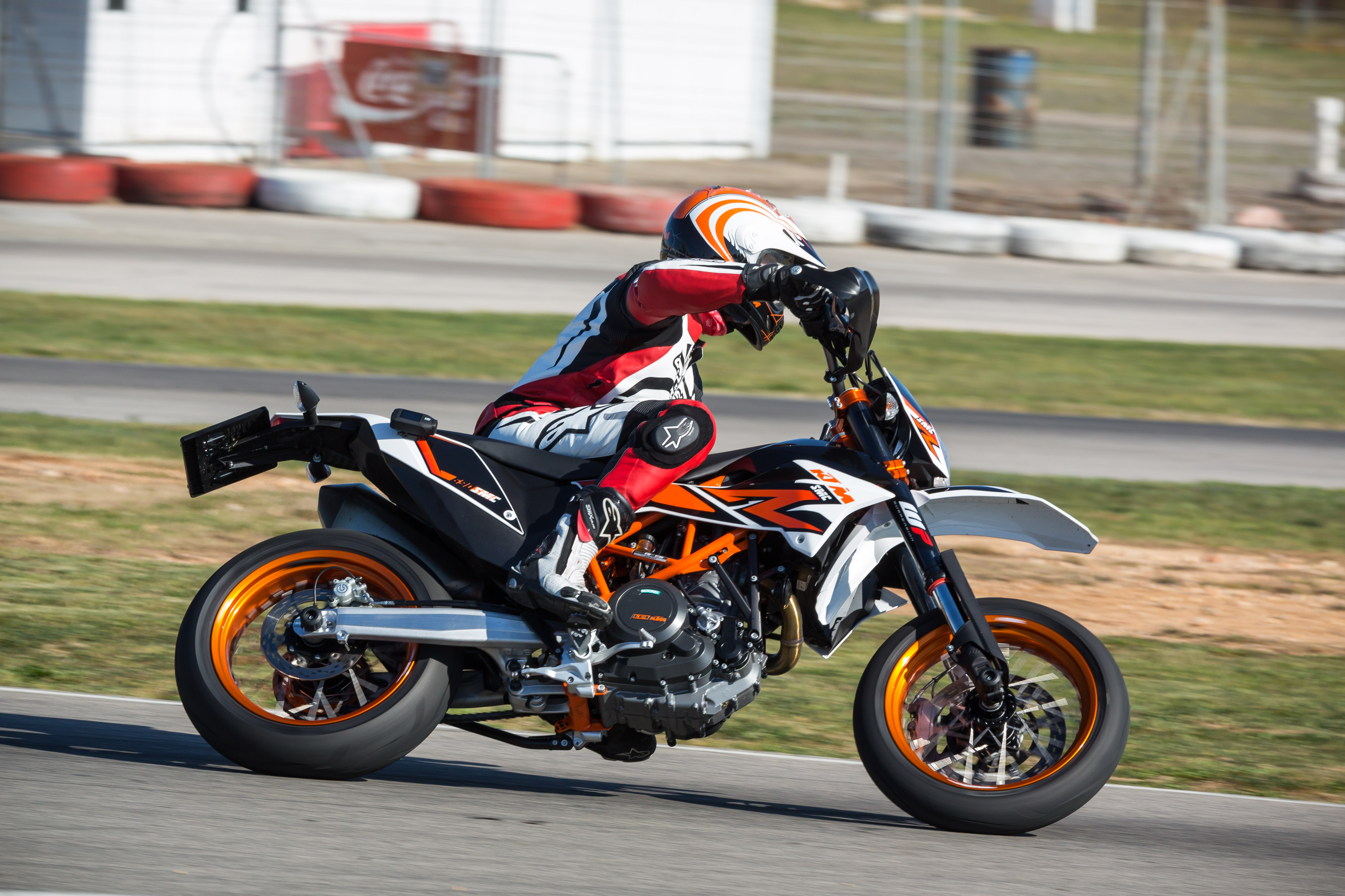 first ride 2014 ktm 690 smc r review visordown. Black Bedroom Furniture Sets. Home Design Ideas