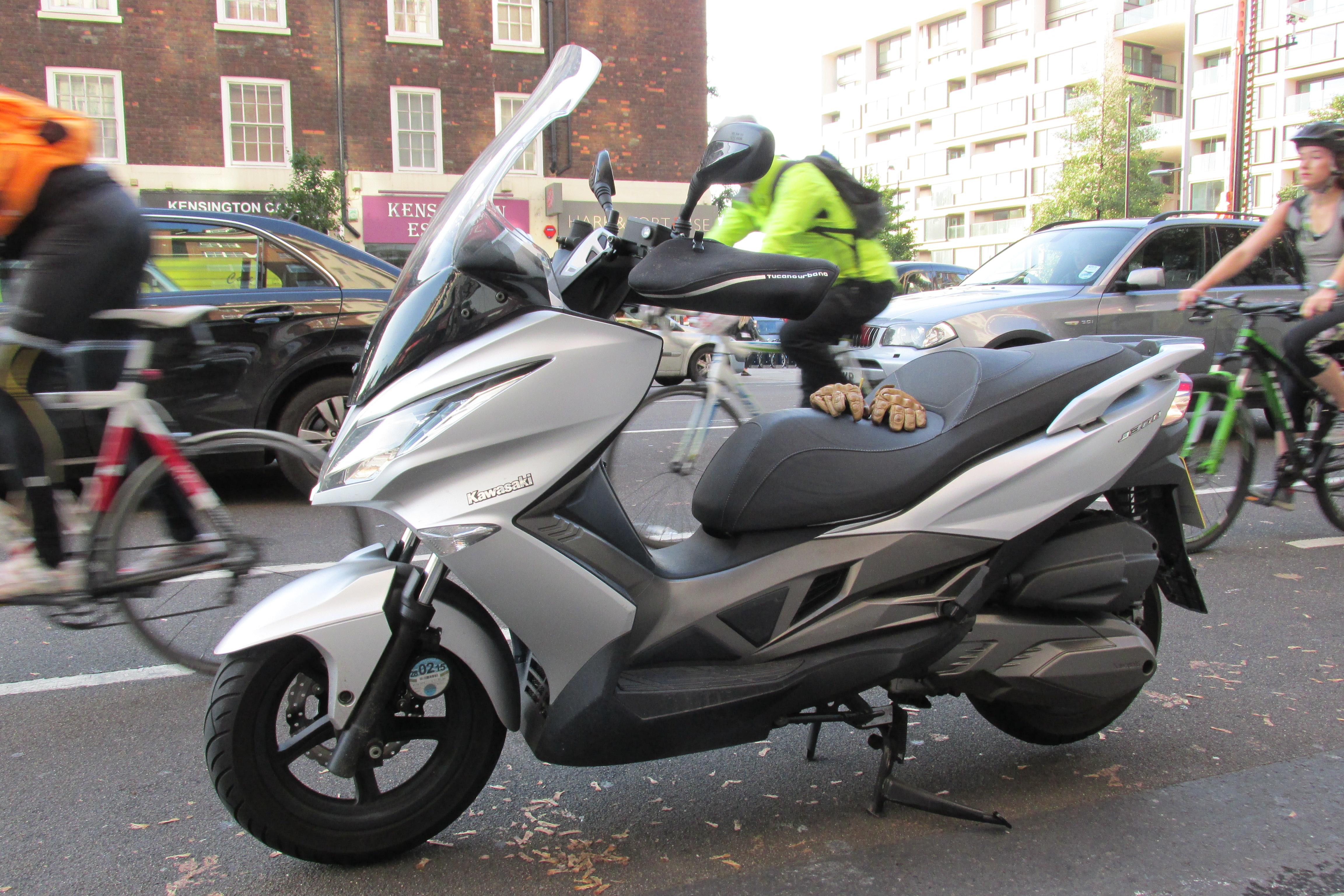 Moped For Sale >> Kawasaki J300 vs Kymco Xciting 400i | Visordown