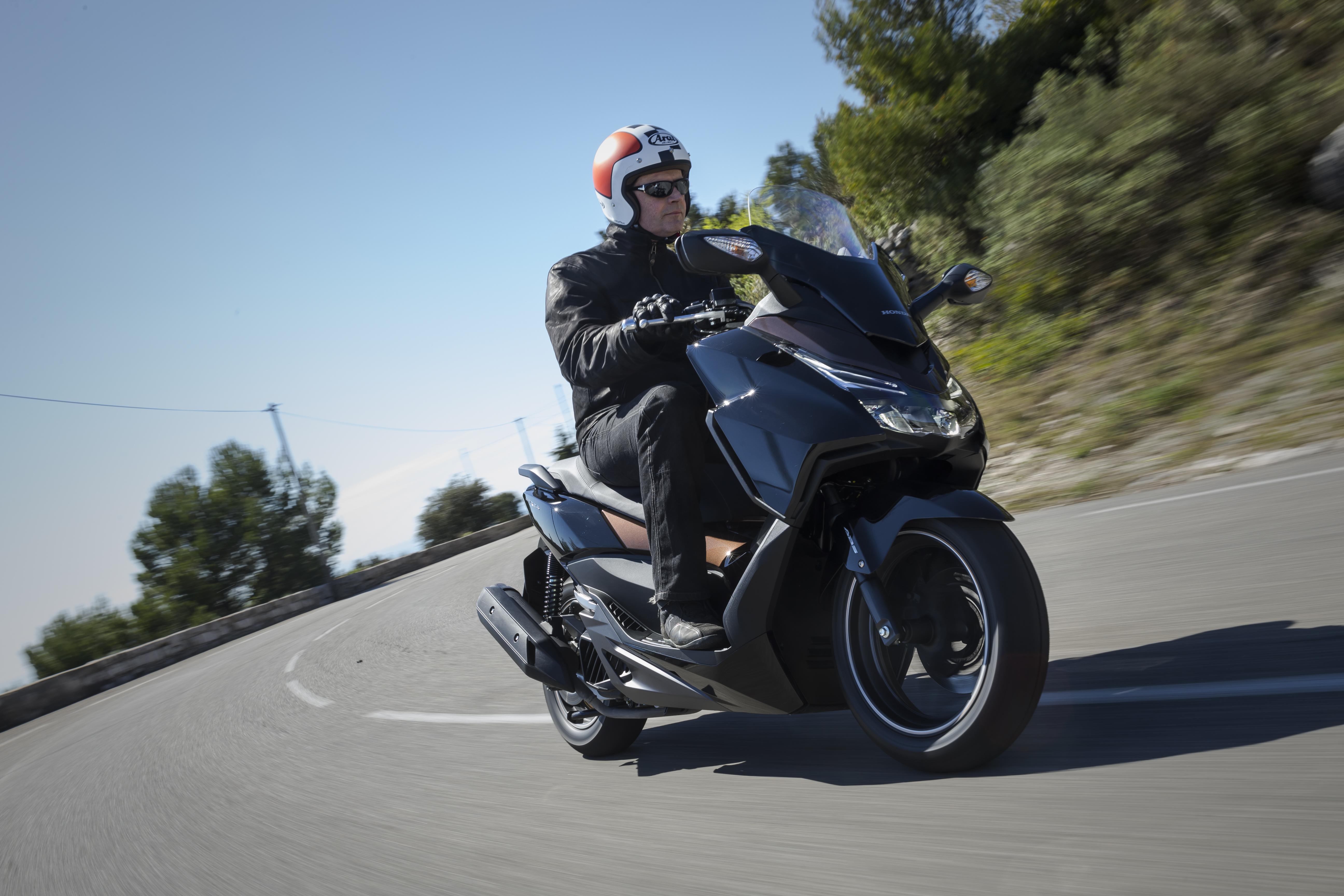 first ride honda forza 125 review visordown. Black Bedroom Furniture Sets. Home Design Ideas