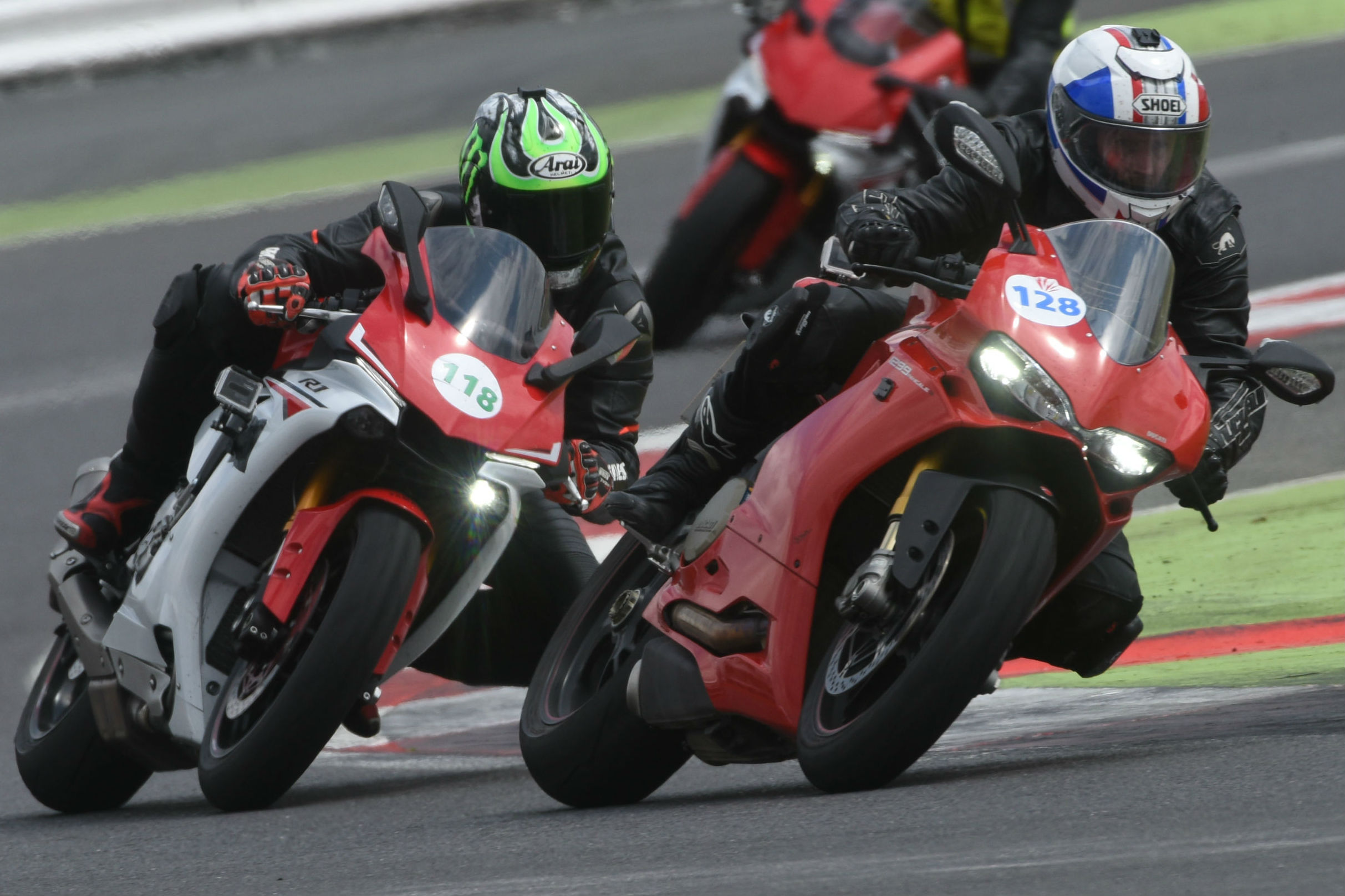 CONTINUE READING OUR YAMAHA R1 VS DUCATI 1299 PANIGALE S REVIEW