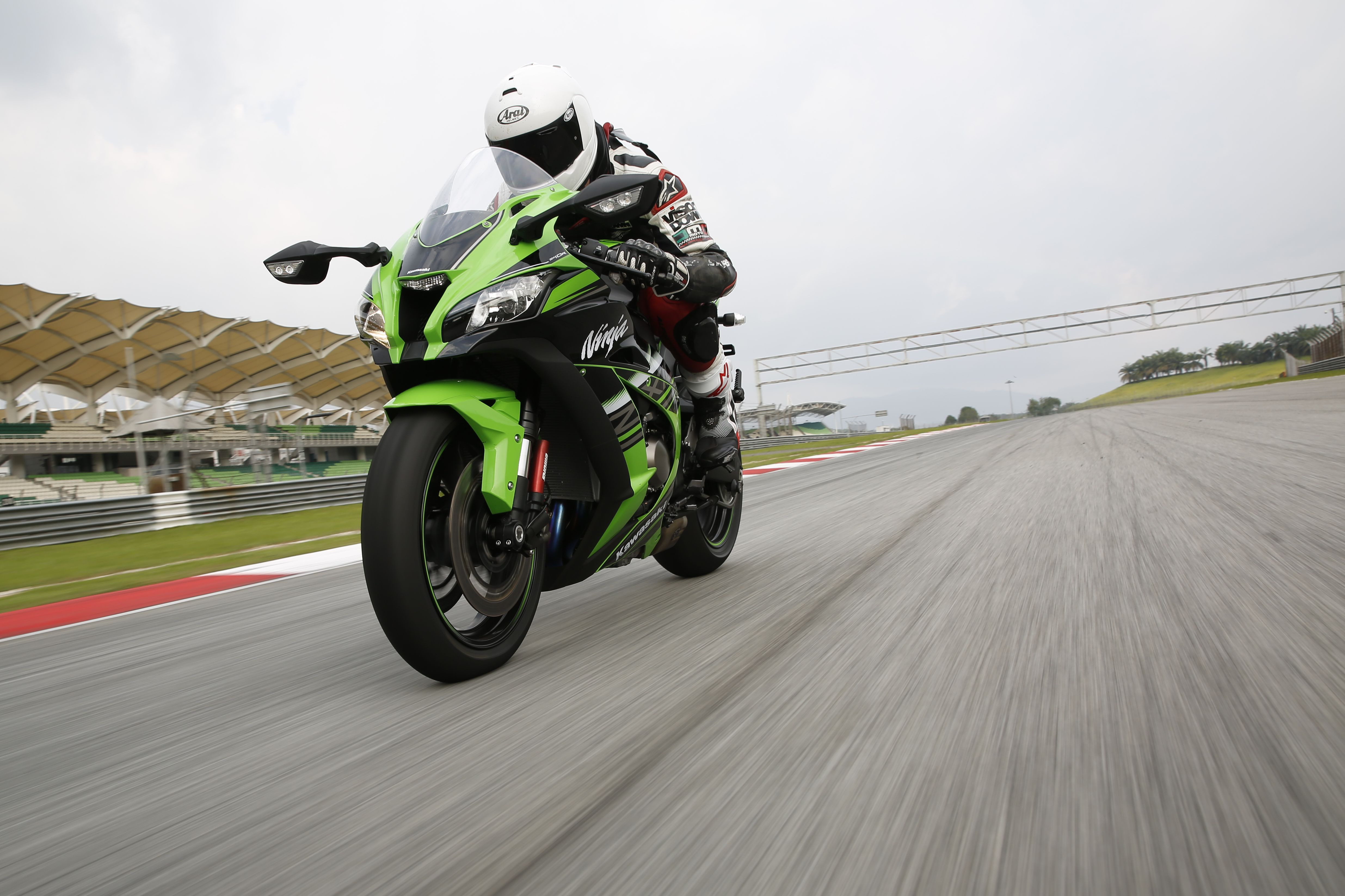 Click here for page two of our kawasaki zx 10r review the ride