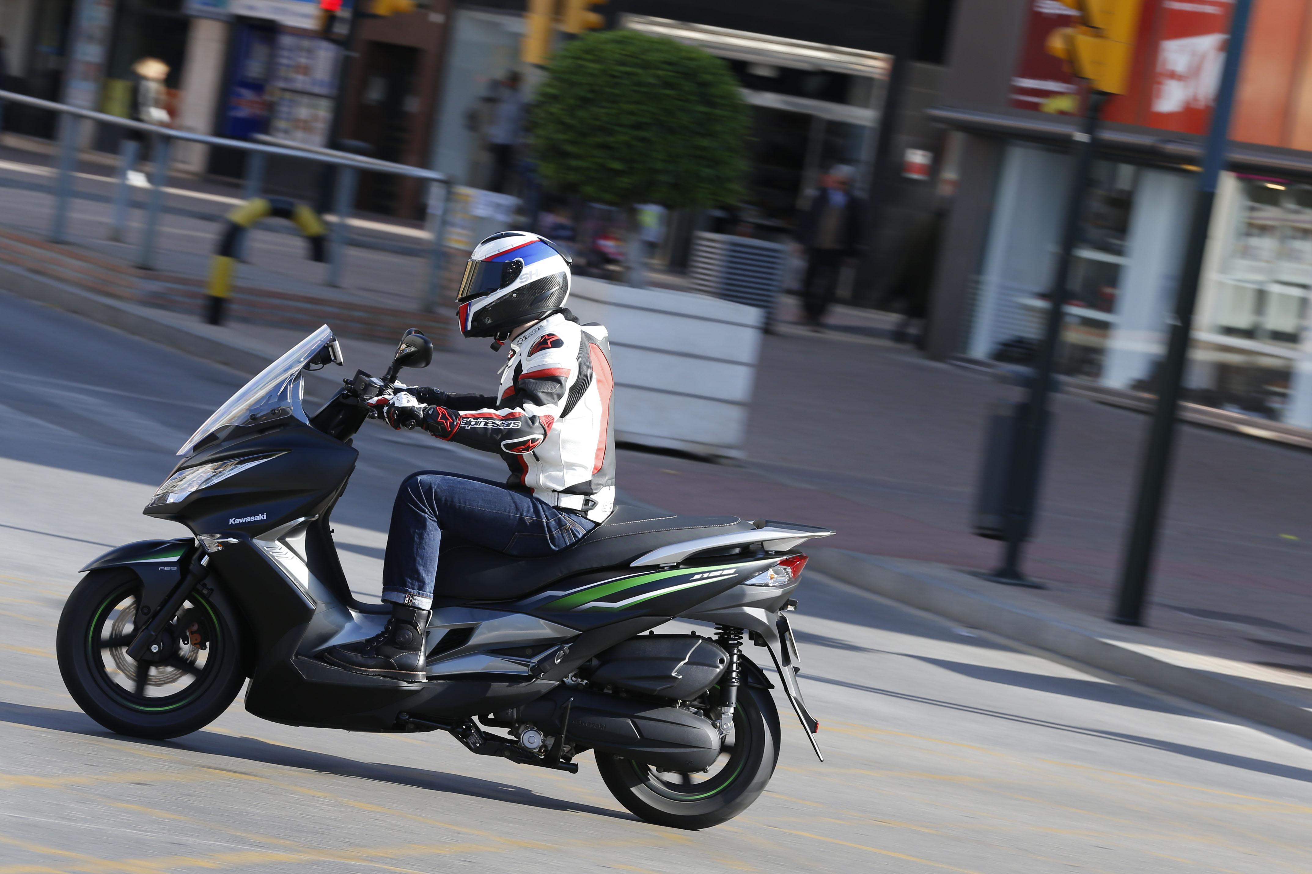 Kawasaki J125 Video Review Visordown