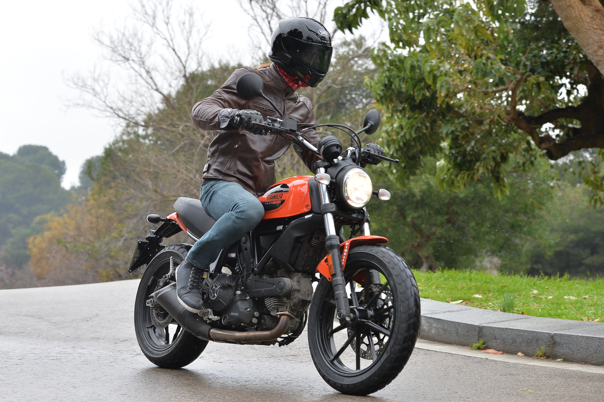 first ride: ducati scrambler sixty2 review | visordown