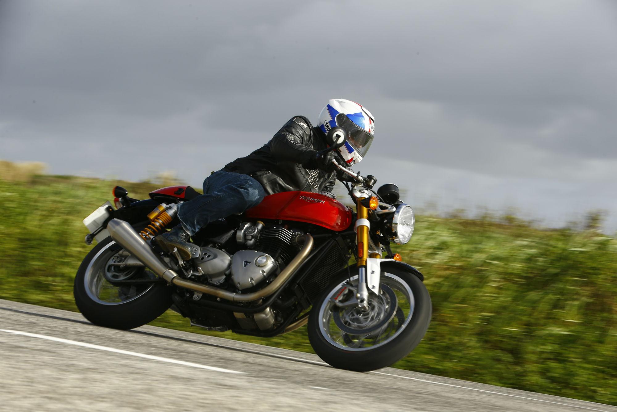 First ride: Triumph Thruxton R review | Visordown
