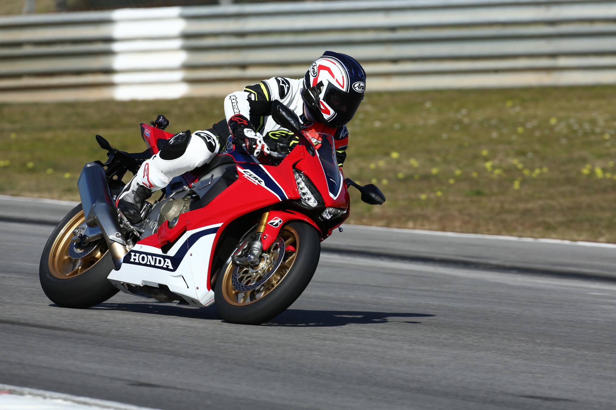 Honda Cbr1000rr Review >> First ride: Honda CBR1000RR Fireblade/SP... | Visordown