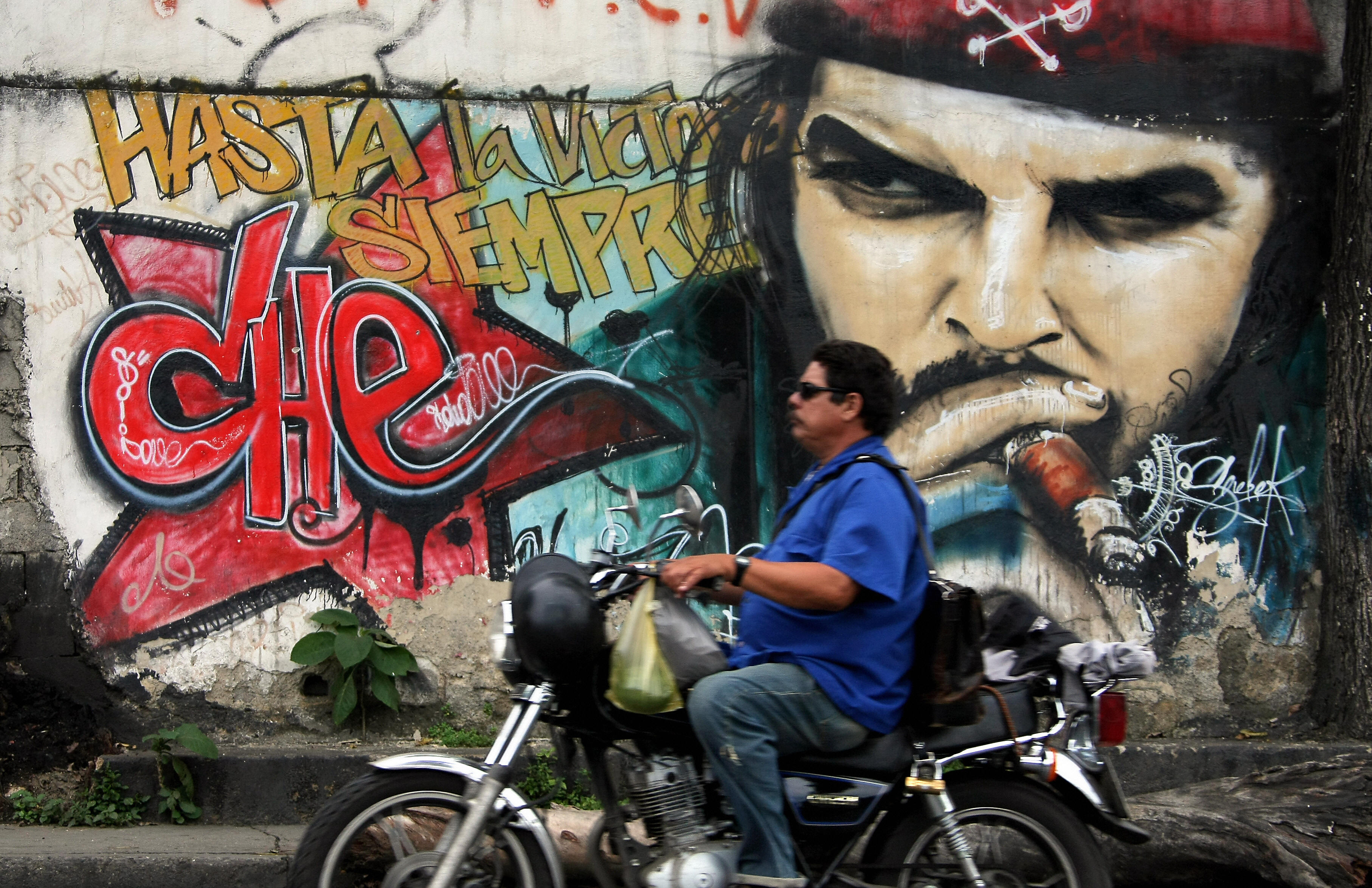 Che Guevara's son leads motorcycle tours in Cuba