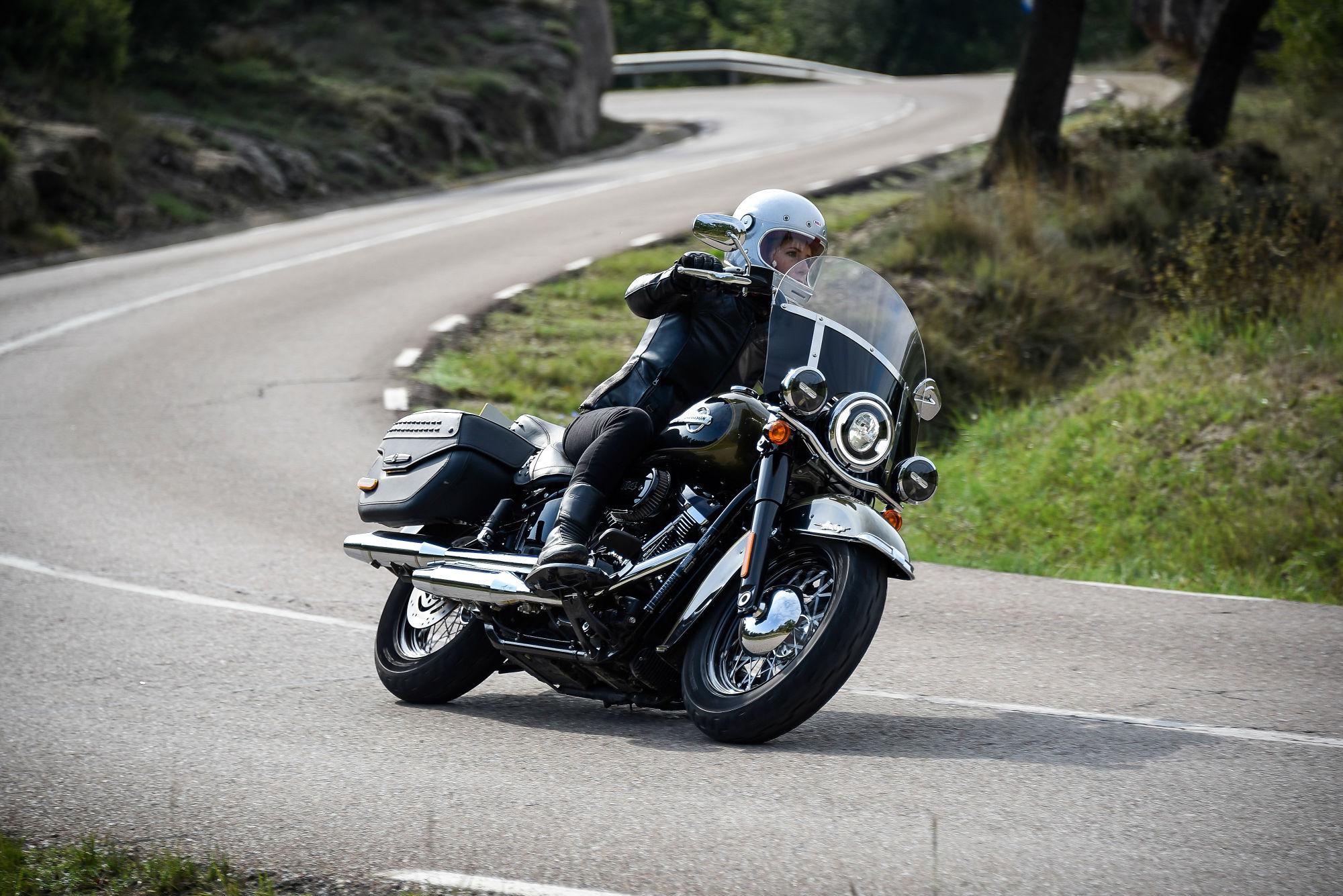 Harley Davidson Heritage Classic 114 Vid Visordown