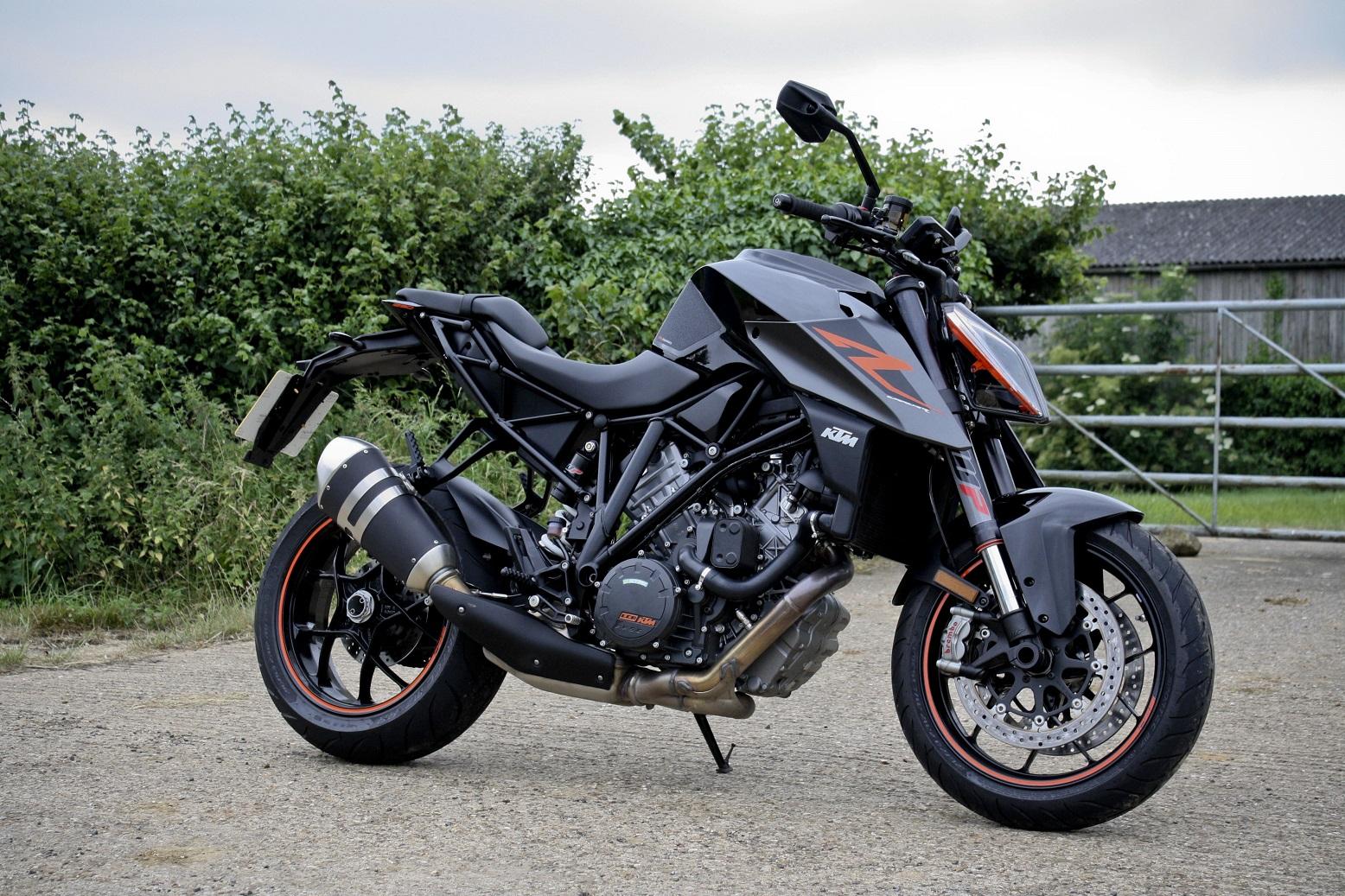 Ducati   Vs Monster