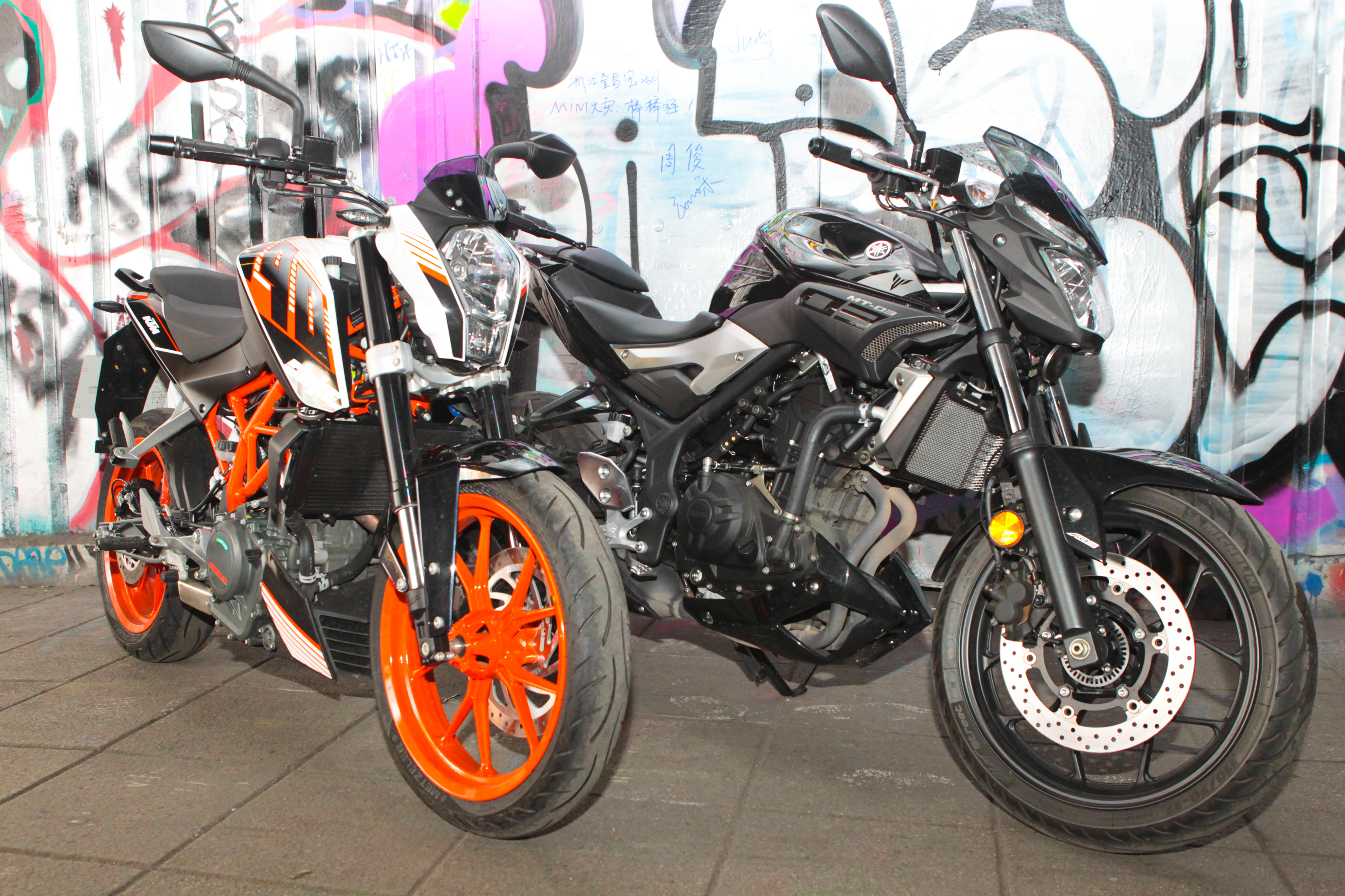 back to back test yamaha mt 03 vs ktm d visordown. Black Bedroom Furniture Sets. Home Design Ideas