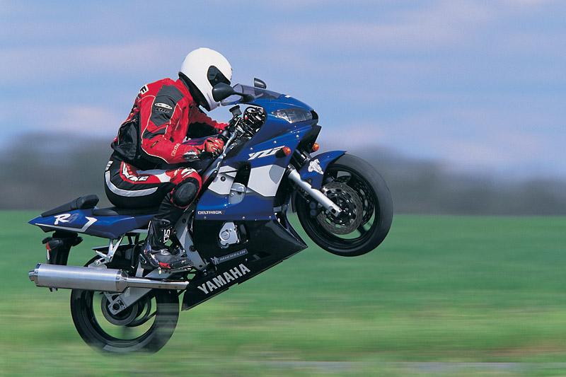 2000 Yamaha R6