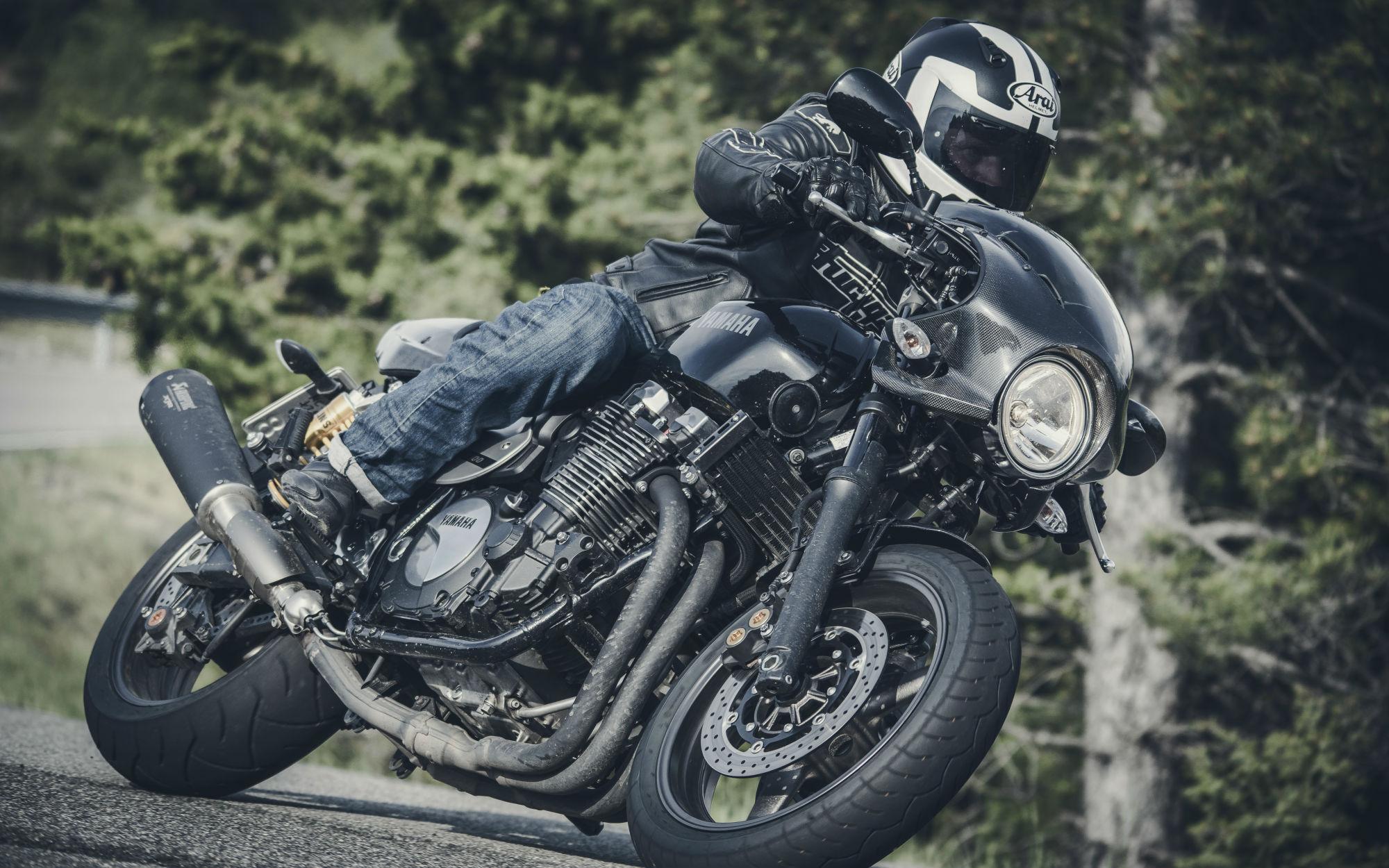 first ride yamaha xjr1300 racer review visordown. Black Bedroom Furniture Sets. Home Design Ideas