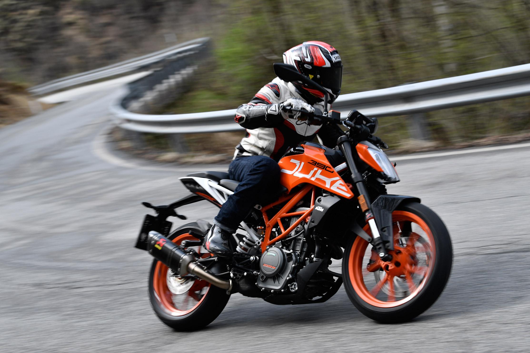 first ride: 2017 ktm 390 duke | visordown