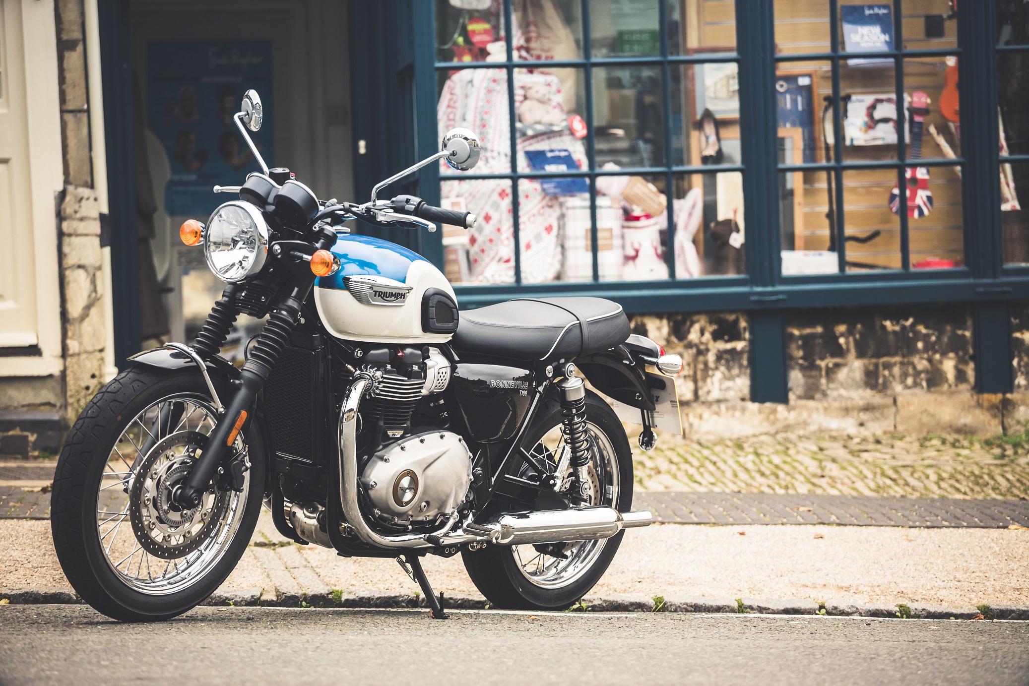 Triumph bonneville t 100 single seat