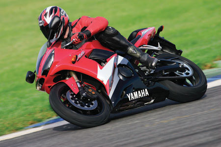 First Ride: 2005 Yamaha YZF-R6 | Visordown