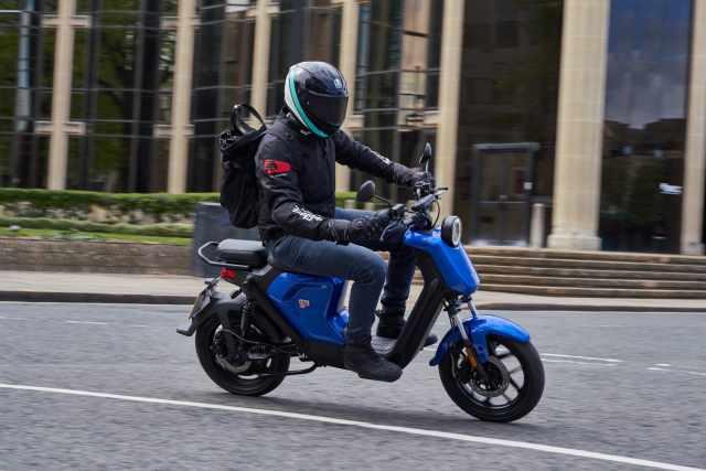 NIU UQI GT Pro riding