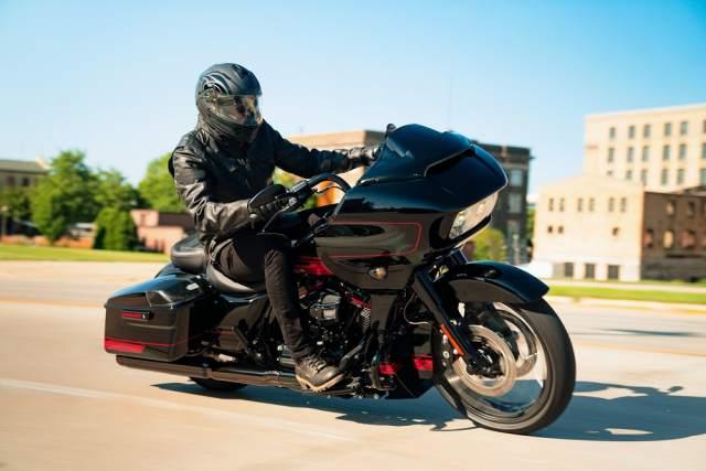 my21_cvo_fltrxse_riding_0