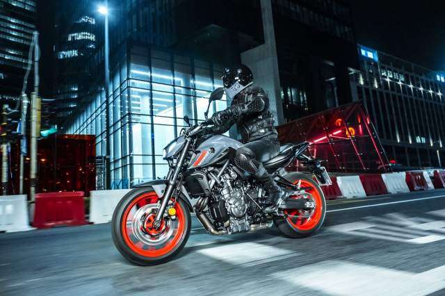 2021 Yamaha MT-07 riding