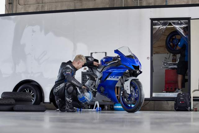 Yamaha R6 in the pits
