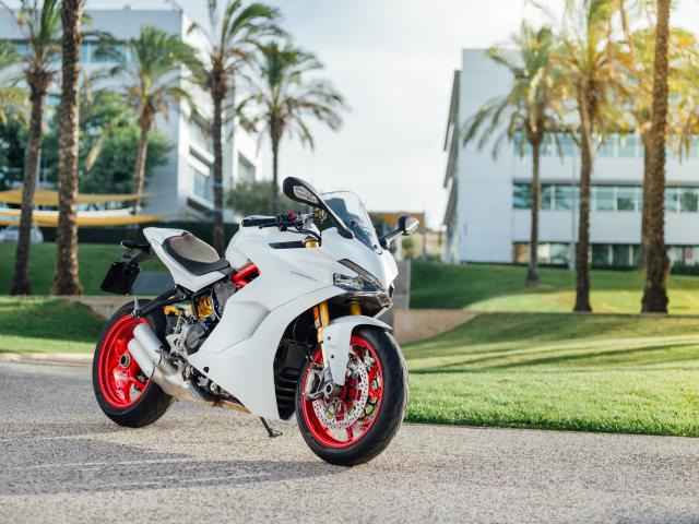 first ride: ducati supersport / s review | visordown