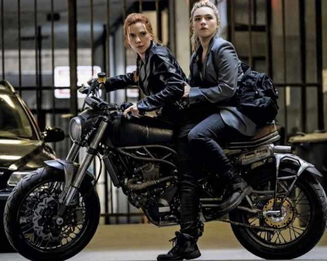 CCM Spitfire in Black Widow - Scarlett Johansson, Florence Pugh