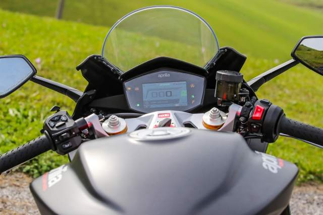 Aprilia RS660 dashboard and equipment