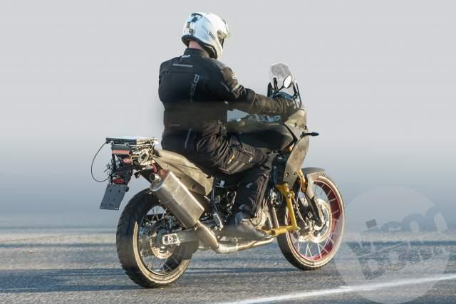 `Aprilia Tuareg 660 008 - Visordown.jpg