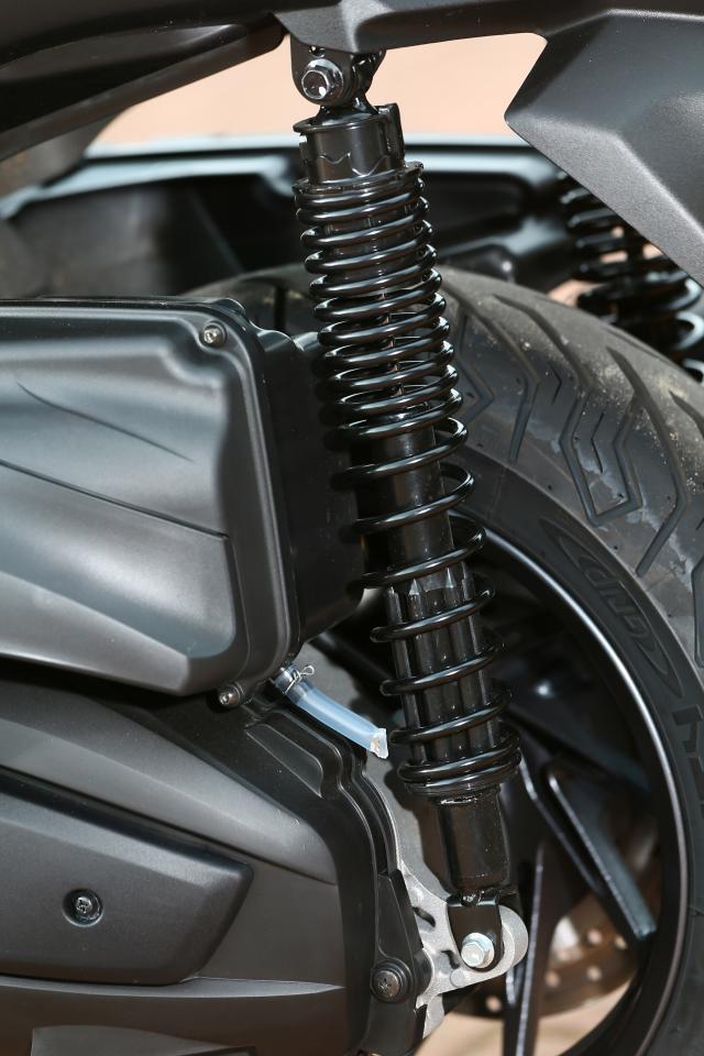First ride: Yamaha XMAX 400 review   Visordown
