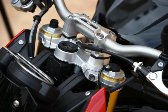 2017 BMW S1000R suspension