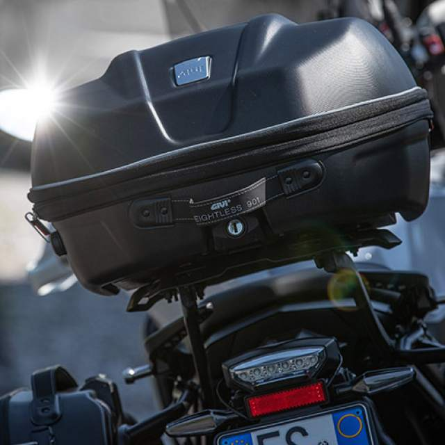 Travel lighter with GIVI WL901 Weightless