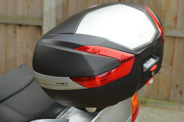 Burgman 650 Givi topbox