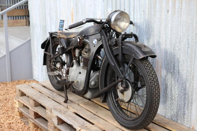 Riders rev up for Goodwood Revival